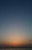 とある漁村から見た夕暮れ時の水平線です。